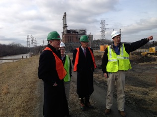 DENR Sec. Skvarla (l.) visits the Dan River spill site. Photo dated February 7, 2014. Source: NC DEQ.