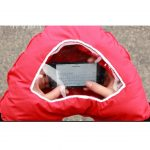 Tahka hand warmer in use with SmartPhone. Source: Mina Mais, KickStarter
