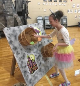 Kacie Horton of Zebulon NC placing the bean bag in the basket at 2018 Fall Festival. Source: Donna Wade, The Miracle League of Franklin County (NC)