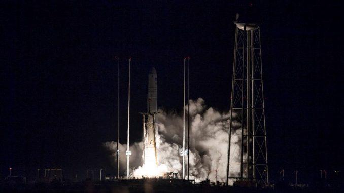 Northrop Grumman's Cygnus spacecraft launches on an Antares rocket at 4:01am EST on November 17, 2018. Credits: NASA/Joel Kowsky