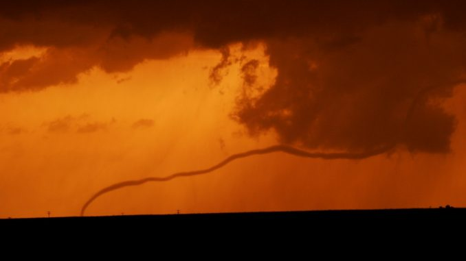 A tornado in Galatia, Kansas on 25 May 2012 as it was decaying. Photo: Jana Houser. Source: AGU
