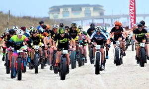 Elite Division Starting Line – US Open Fat Bike Beach Championship. Photo: Bill Sessoms via NC Press Release